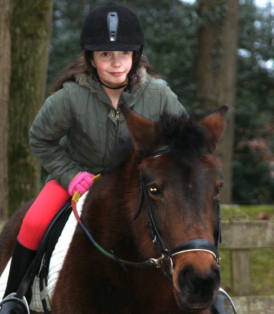 Ayla kan blijven paardrijden
