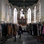 Lionsclub Haringvliet kledinginzameling en -verkoop actie voor Care For Life!